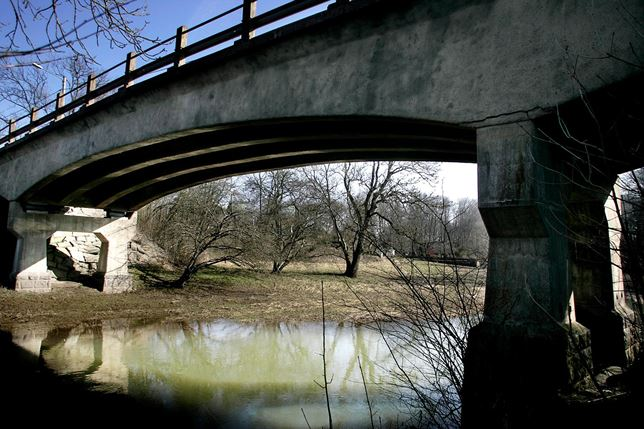 Bron över Råån vid Raus kyrka. Foto Sonny Thoresen